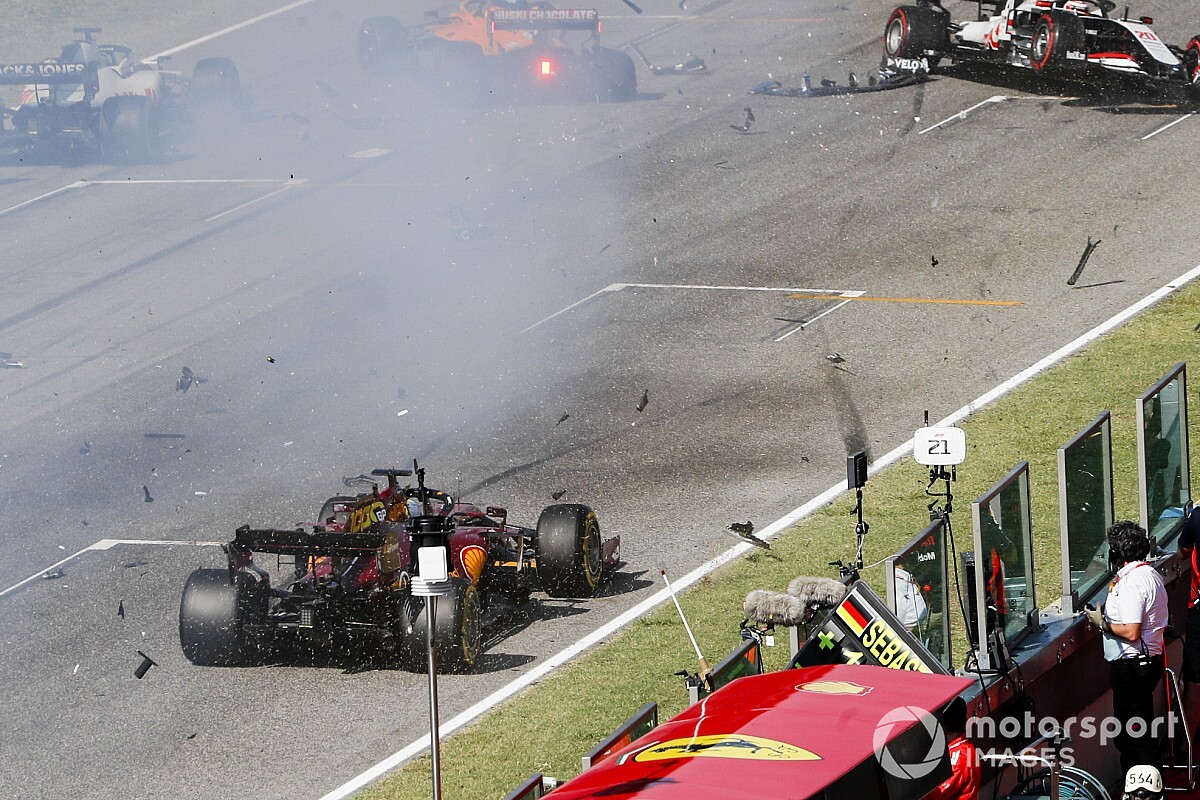 Rode vlag na crash bij herstart in GP van Toscane