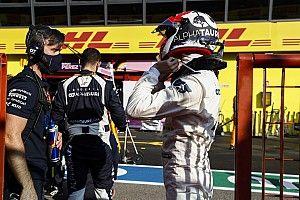 Квят и еще 11 гонщиков получили предупреждения за аварию на рестарте