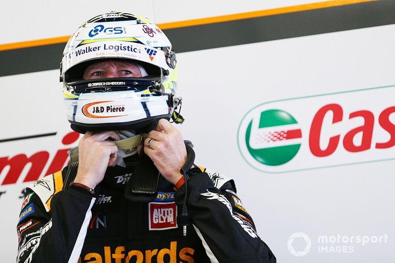 Shedden excluded from qualifying, team blames 'finger trouble'
