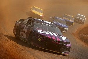 Alex Bowman leads first Cup practice on Bristol dirt