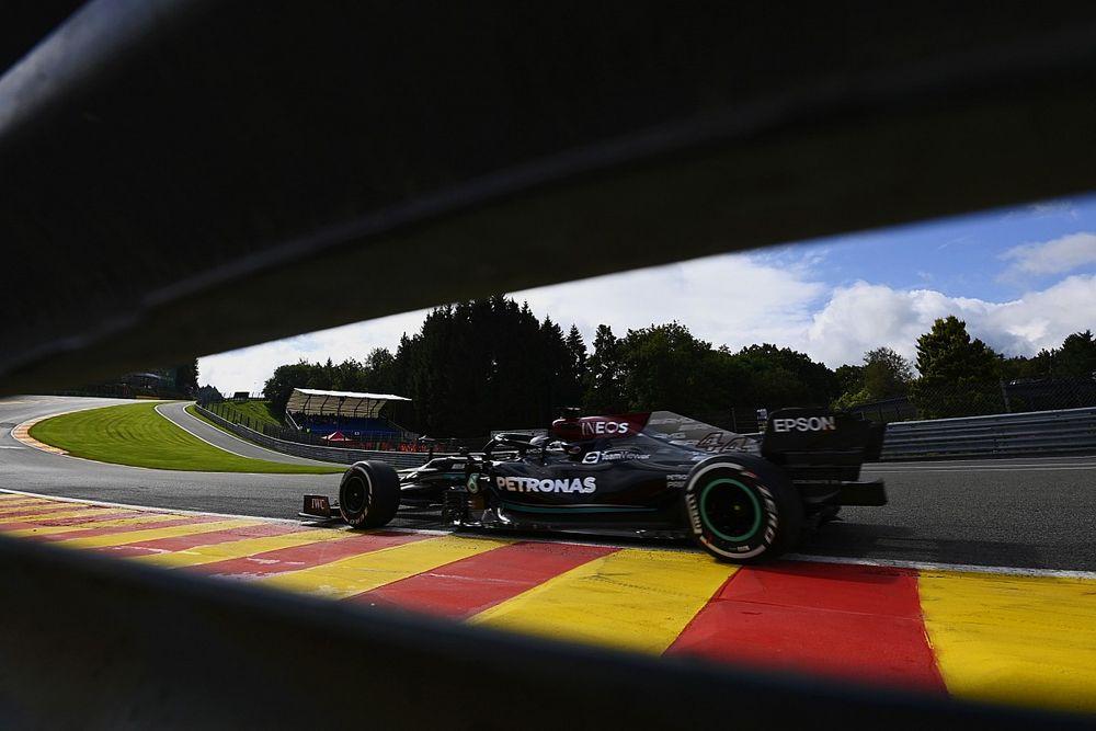 Lewis Hamilton Keluhkan Kondisi Permukaan Tikungan Eau Rouge
