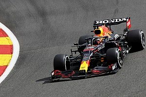 Snelste tijd en crash voor Verstappen tijdens tweede training Spa