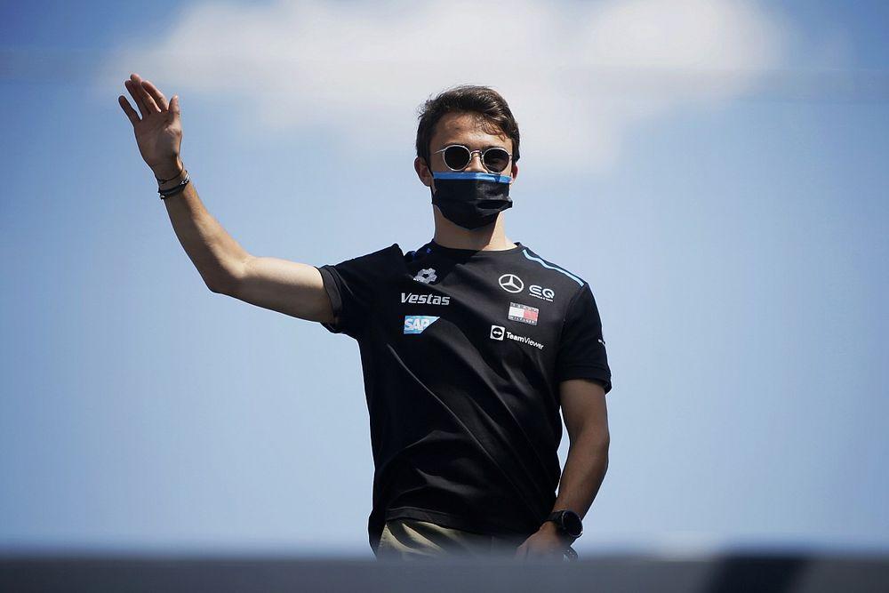 """Russell: A """"fantasztikus"""" de Vries megérdemli, hogy az F1-ben legyen"""