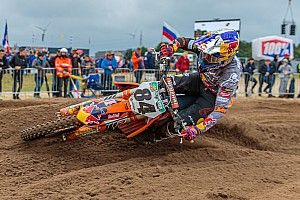 Herlings ontwijkt Prado en klopt Gajser in eerste race Letland
