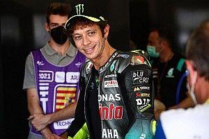 """Rossi: """"Meglio avere una figlia, così non correrà in moto"""""""