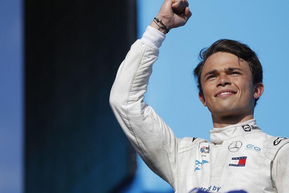 De Vries, adının F1 takımlarıyla anılmasından gurur duyuyor