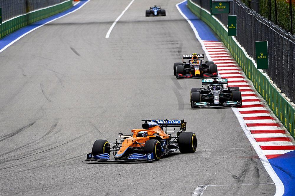 Horner szerint a McLaren még megnehezítheti a Red Bull és a Mercedes dolgát