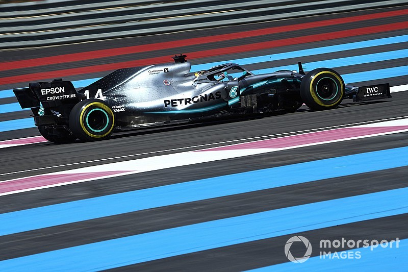 Hamilton no da opción y domina en Francia