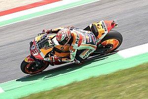 Márquez logra la pole y Rossi es 18° en Italia