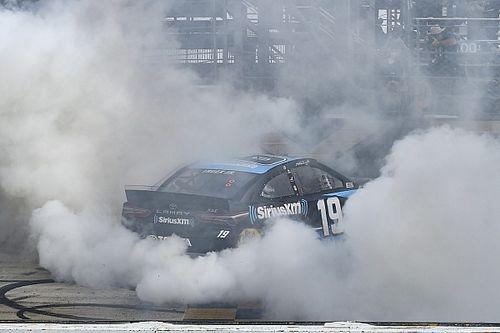 NASCAR in Dover: Martin Truex Jr. mit dominantem Sieg