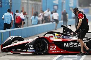 Rowland manda en una 2° práctica detenida con bandera roja
