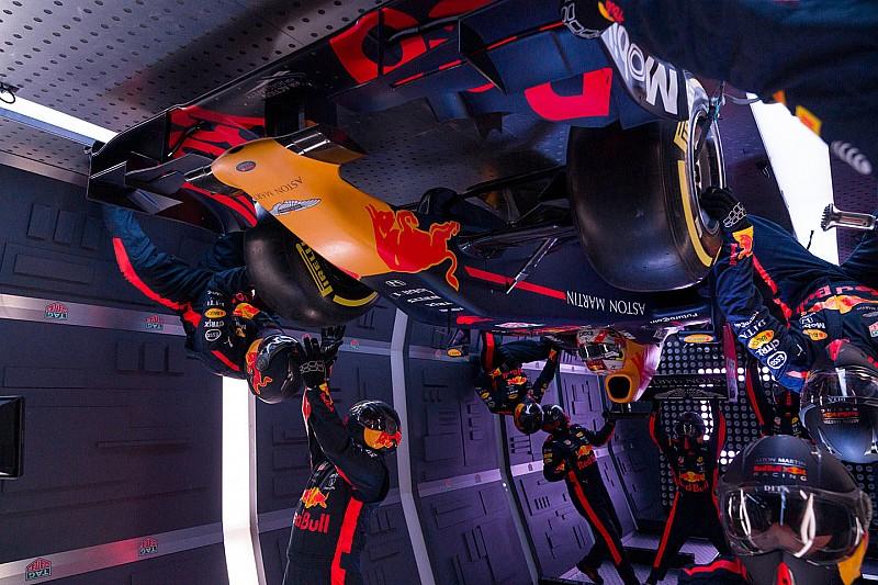 Őrület: zéró gravitációban cserélt kereket Red Bull F1-es csapata (videó, képek)