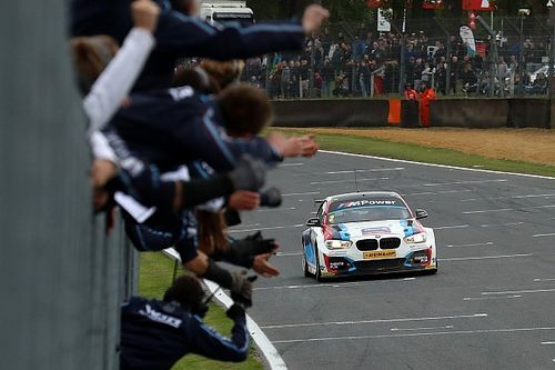 Brands Hatch BTCC: Turkington seals title, Cammish wins Race 2