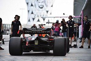 Gasly ve Verstappen, Red Bull'un yeni yarış tulumunu giydi