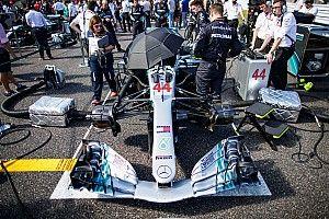 Hamilton már 50 győzelmet szerzett a Mercedesnek, és közben Vettelt védi