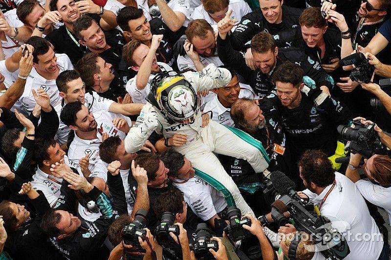 GP Brazylii: Hamilton wygrywa po piruecie Verstappena