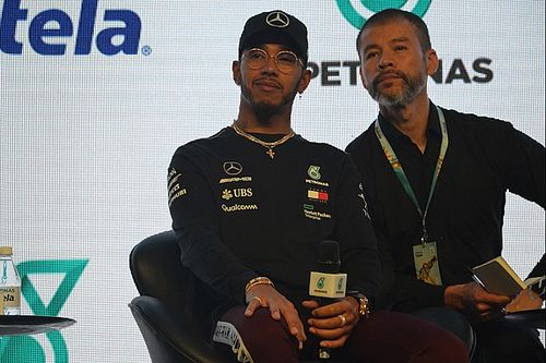 "En Brasil, Hamilton dice ""sentir presencia de"" Senna en Interlagos"