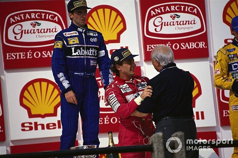 Memória: Há 27 anos, Senna vencia no Brasil e encontrava Fangio no pódio
