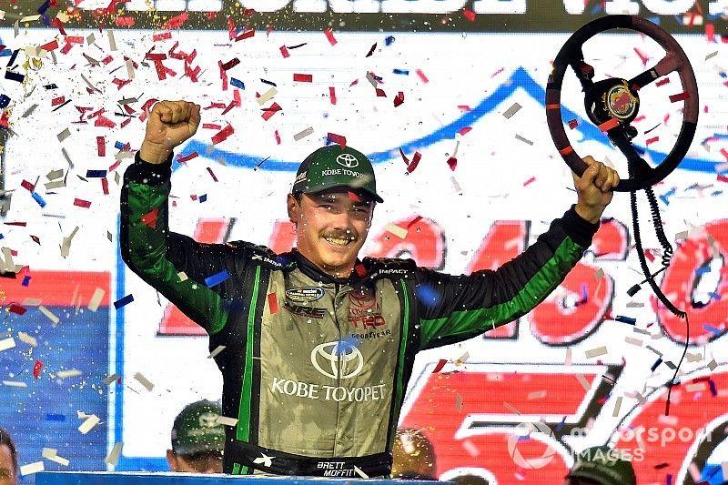 Moffitt aparece no fim e vence em Phoenix; Truck define finalistas