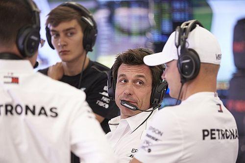Wolff neemt blunderende Mercedes-strateeg in bescherming