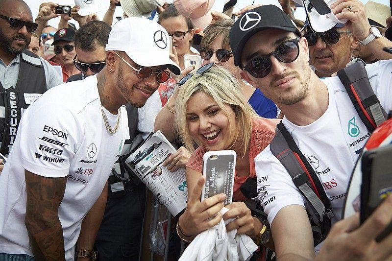 Hamilton racet in Gran Turismo stiekem online tegen fans