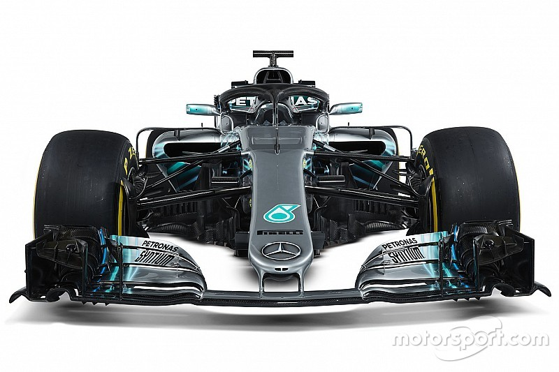Mercedes a confronto: scopriamo le differenze tra W08 e W09