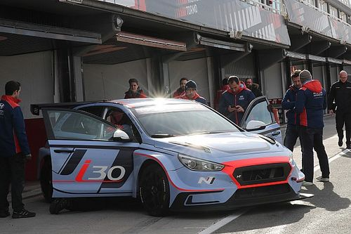 Due Hyundai per M1RA, il sogno è il WTCR