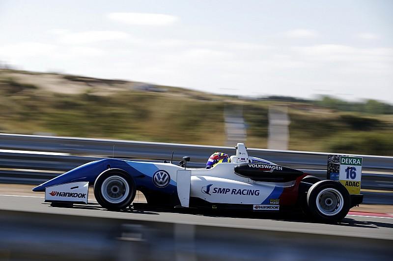 Троицкий впервые выиграл гонку Евро Ф3, заезд завершили из-за застрявшего в гравии пикапа