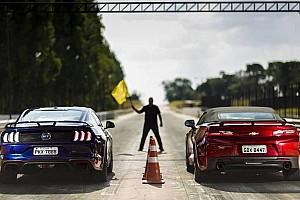 Comparativo Ford Mustang GT x Chevrolet Camaro SS - Por 0,3 segundo!
