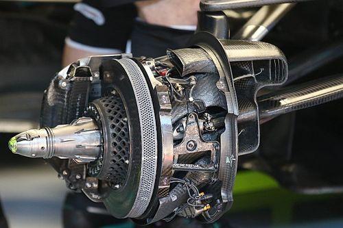 Mercedes: la campana forata per soffiare a centro ruota