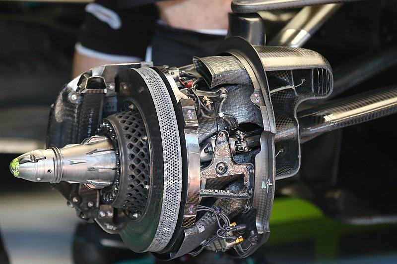 Технический брифинг: «дырявые» тормоза Mercedes W11