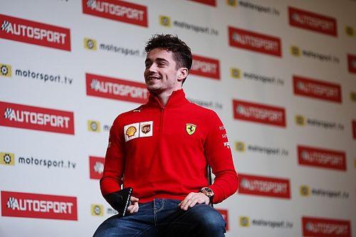 Скрыл от Ferrari прыжок с парашютом и позвал Ханта на ужин. Необычное интервью с Леклером