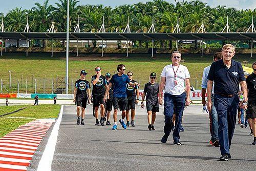Rossi Rindu Lakukan Trackwalk