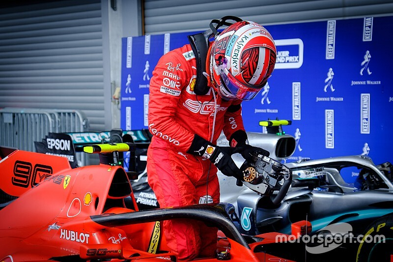 Leclerc többször is a falban látta magát a pole-körén