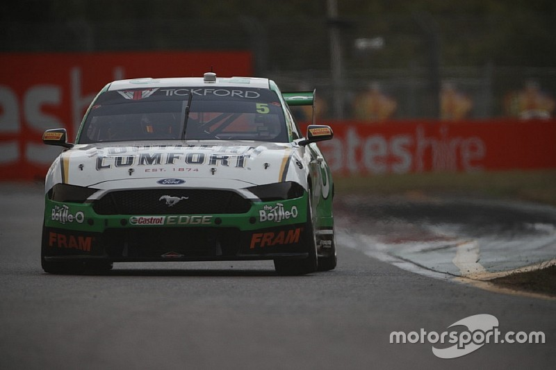 Townsville Supercars: Holdsworth tops second practice