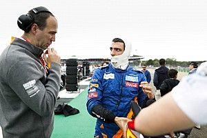 Sainz nézetéből, ahogy Verstappen és Leclerc űzi egymást: szenzációs! (videó)