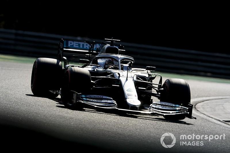"""Hamilton ligt niet wakker van opmerking Rosberg: """"Kijk zijn blog niet"""""""