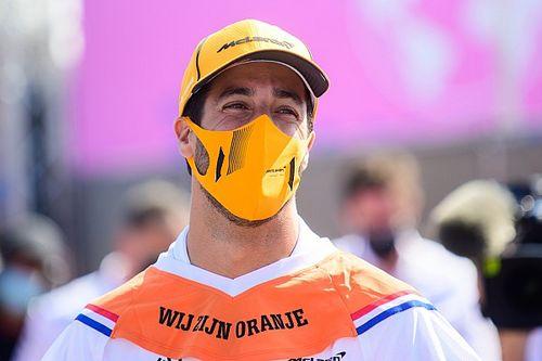 """Ricciardo, Hollanda GP'de """"sol elle"""" kalkış yapmak zorunda kalmış"""