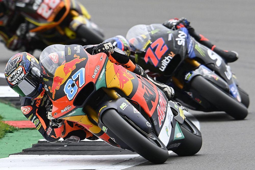Raúl Fernández cae y Gardner se escapa tras ganar en Silverstone