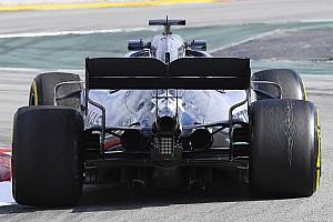 Quanti esperimenti Mercedes: la W10 simula le ruote sterzanti posteriori