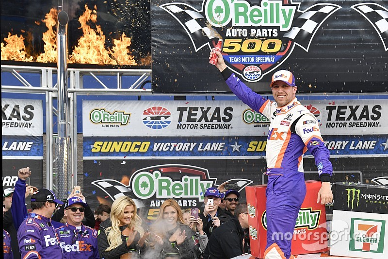 Denny Hamlin overcomes penalties to win at Texas