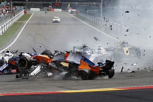 FIA объяснила, почему Хюлькенберга наказали за аварию в Спа не так строго, как Грожана в 2012-м