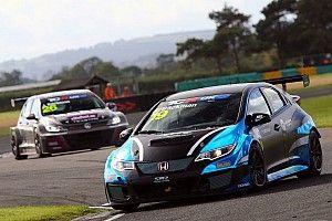UK: a Croft prima vittoria per Andreas Bäckman in Gara 1, Taylor vince Gara 2 e riapre il campionato
