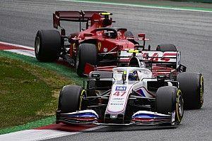Schumacher, neden Parc Ferme'deki rakip araçları incelediğini açıkladı