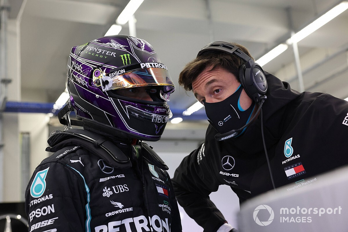 Wolff: Russell's display won't impact Hamilton contract talks