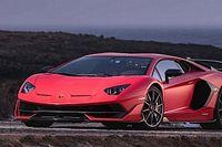 Visszahívnak 221 Lamborghini Aventador SVJ-t, mert lerepülhet róluk a motorborítás