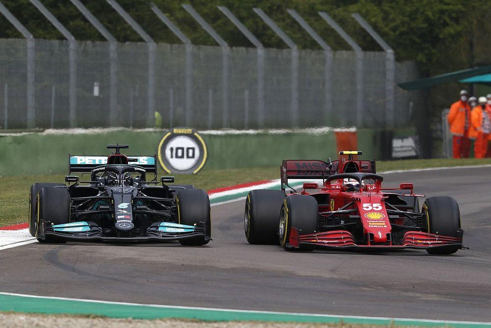 """Hamilton: """"Ongelofelijk dat ik nog nooit voor Ferrari heb gereden"""""""