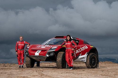 """Sainz: """"Laia tiene las cualidades para llegar a luchar por el Dakar en coche"""""""