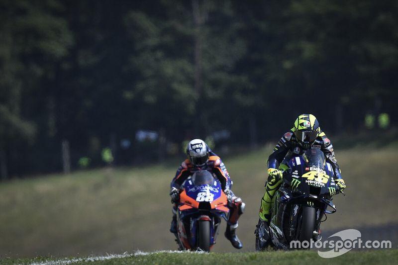 """Rossi: """"KTM puede luchar por el campeonato"""""""