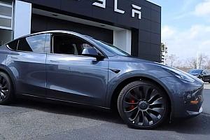 Tetemes javítási költségre számíthatnak a Tesla Model Y-tulajdonosok, ha megtörik a kocsi hátulját